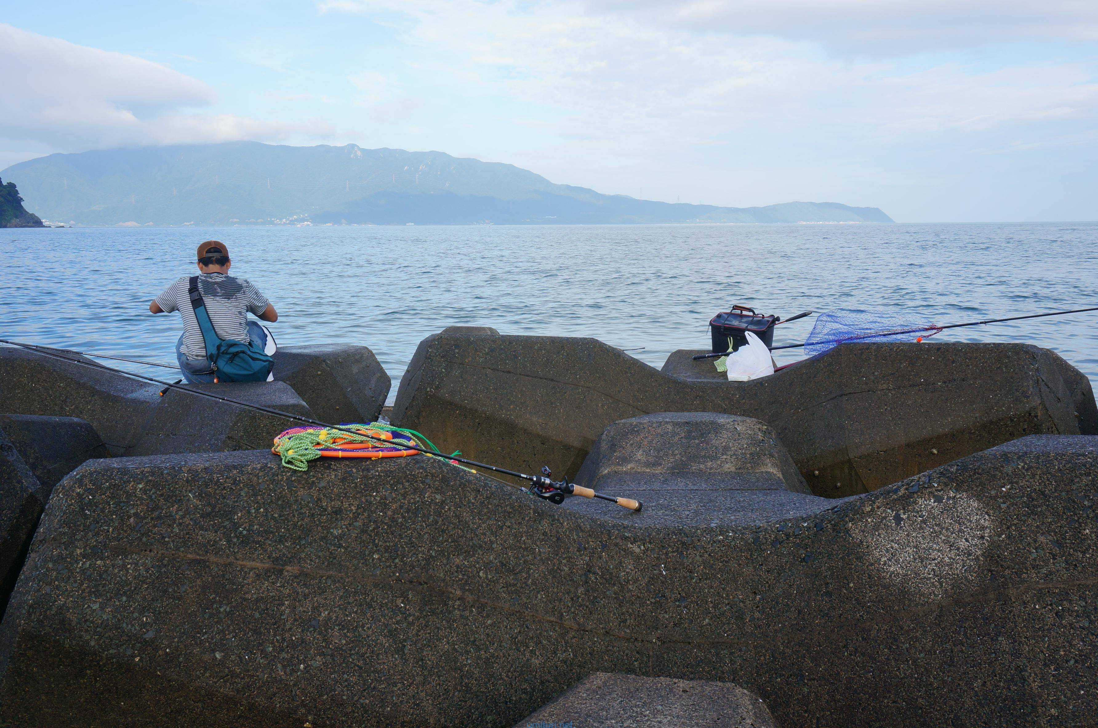 初夏のチヌフカセ釣り!福井県敦賀にて手漕ぎボートで沖テトラへ