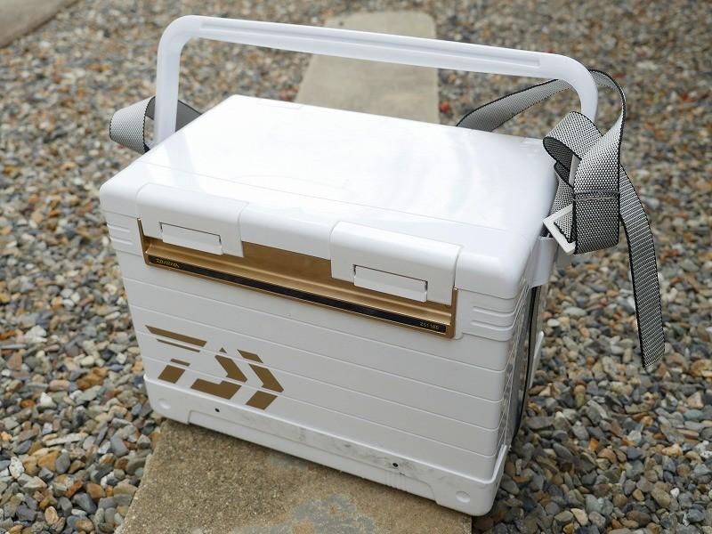 ダイワ真空パネルクーラーZS1100は堤防釣りで使いやすい?