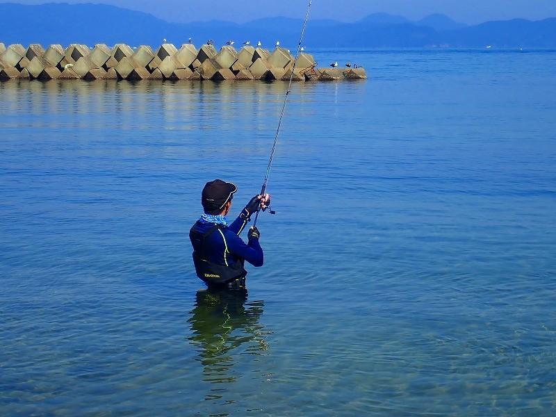 海釣りで使うウェーダーの用途と選び方!海と一体になる釣りを愉しむ