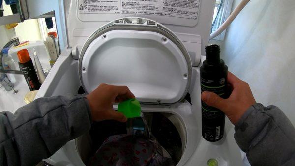 グランジャーズクリーナを洗濯槽に入れる