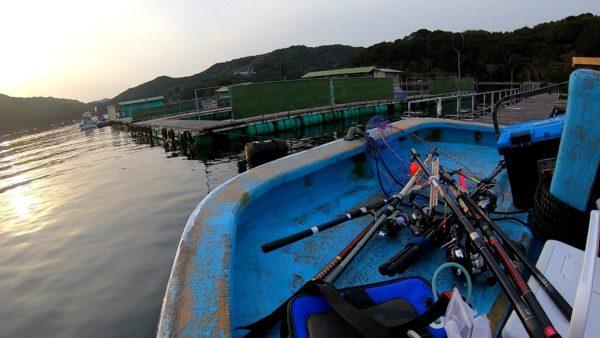 傳八屋の釣堀筏